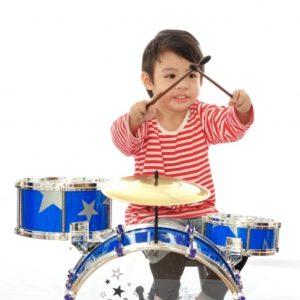 eveil musical à paris pour des cours de batterie enfant